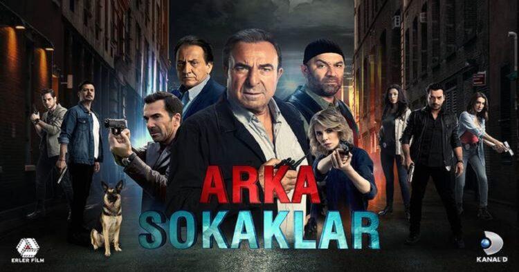 Arka Sokaklar dizisi ile kariyeri parlayan Eda Yörüklü